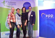 Johann und Cornelia Rohrmoser (l.) präsentierten ihr Betriebskonzept beim Europäischen Jungbauernkongress. Im Bild mit EU-Abgeordneter Elisabeth Köstinger und Jungbauern-Generalsekretär David Süß (r.)