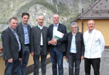 (V. l.): Bezirksbauernobmann Elmar Monz
