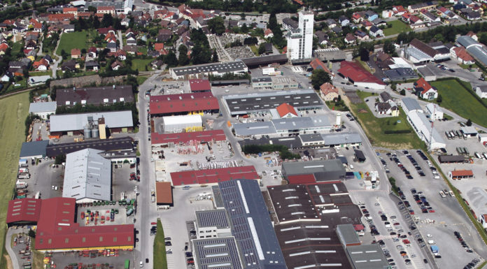 Vielfalt im Lagerhaus. Das Lagerhaus Zwettl beschäftigt mehr als 1000 Mitarbeiter an 17 Standorten. Alleine das Betriebsgebiet in Zwettl hat eine Größe von 17 Hektar. Viele spezielle Angebote schaffen einen besonderen Ruf weit über die Genossenschaftsgrenzen hinaus.