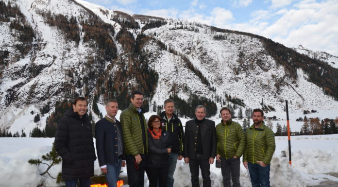 Harald Haider (Baubezirksamt Lienz), Andreas Pichler (Abteilungsleiter-Stellvertreter, WLV), Gebhard Walter (Sektionsleiter Tirol, WLV), Bürgermeisterin Erika Rogl, Josef Fuchs (Landesforstdirektor), LAbg. Hermann Kuenz, Otto Unterweger (Gebietsbauleiter Osttirol, WLV) und Hanspeter Pussnig (Projektant, WLV)